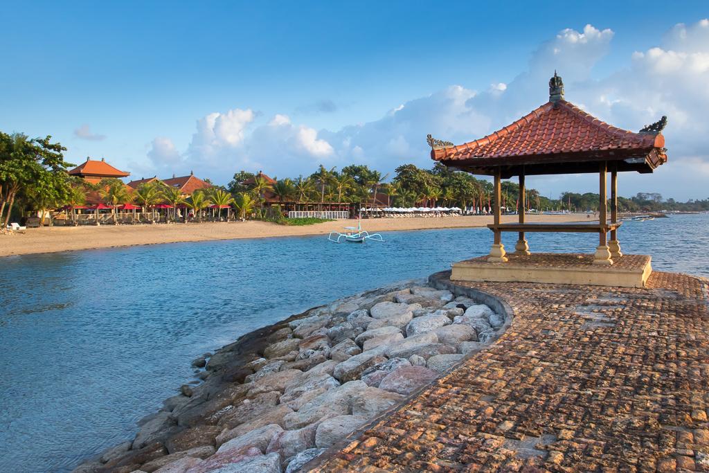 Пляж Санура на рассвете